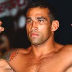 柔術家ヴェウドゥムが打撃王マークハントを膝で制して暫定王者へ【UFC180】